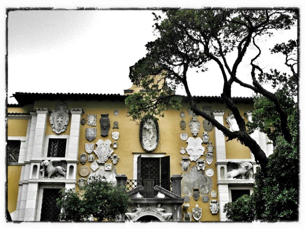 fasada domu poety Vittoriale degli Italiani