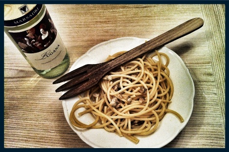 spaghetti alle vongole e vino bianco